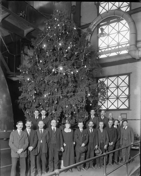 Pratt Street, Christmas Tree, United Railway Company, interior power plant, January 1912, MdHS, MC 6907.